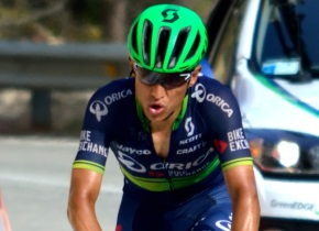Esteban Chaves becomes first non-European to win Giro di Lombardia