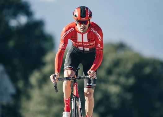 Tom Dumoulin to start altitude training after having 'shard of gravel' removed from knee